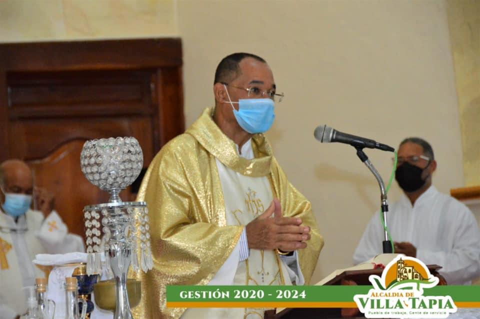 Padre Felix Nova Galicia en la celebración de sus 25 años de ordenación sacerdotal.