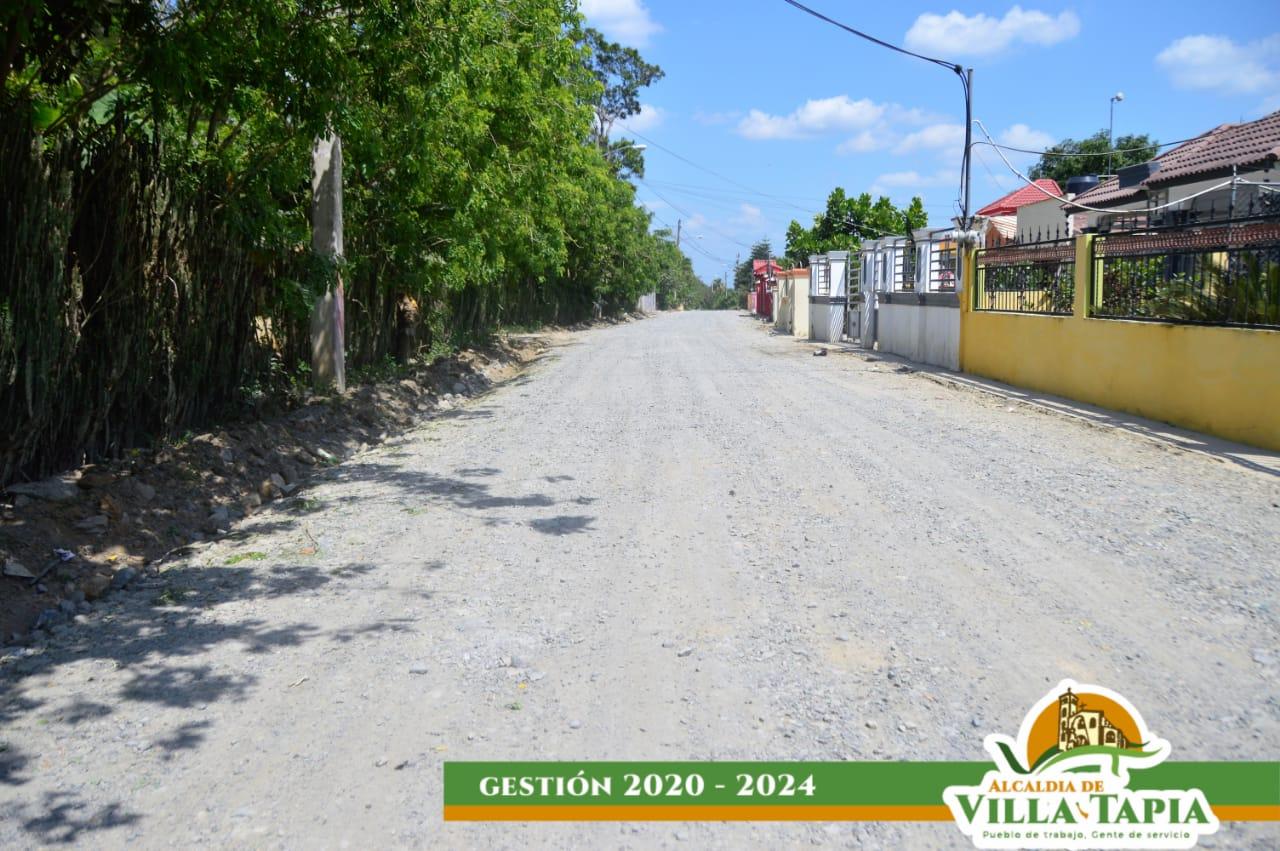 Yoger De Leon reconstruye caminos vecinales
